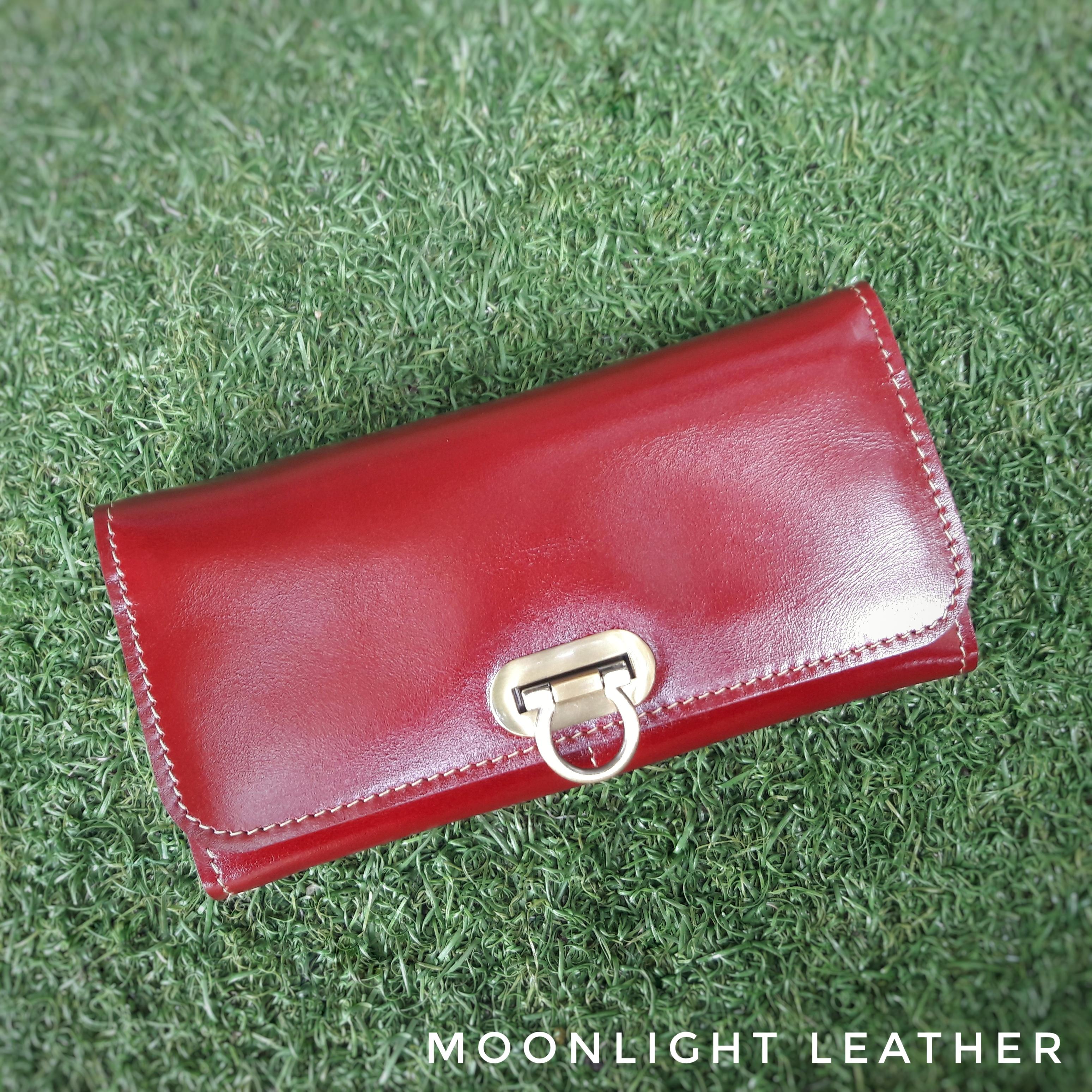 กระเป๋าสะพายรุ่น Andromedra สีแดงเข้ม (ไซส์ S)