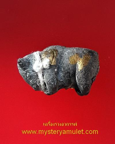 วัวธนู เนื้อผงผสมดินอาถรรพณ์ กรรมการ ตะกรุดทองคำ และจารมือ หลวงปู่ครูบาแก้ว วัดร่องดู่ พะเยา รุ่นสุดท้าย หายาก