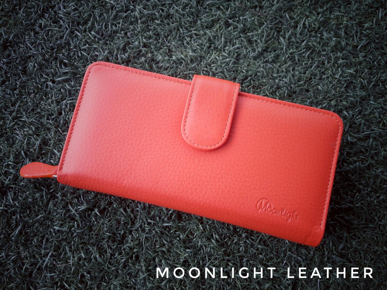 กระเป๋าสตางค์ผู้หญิงใบยาวสวย สีส้ม เป็นหนังวัวแท้แสนนุ่ม ทนทาน โดนน้ำได้ไม่ลอกร่อน พร้อมกล่องแบรนด์แท้ Moonlight