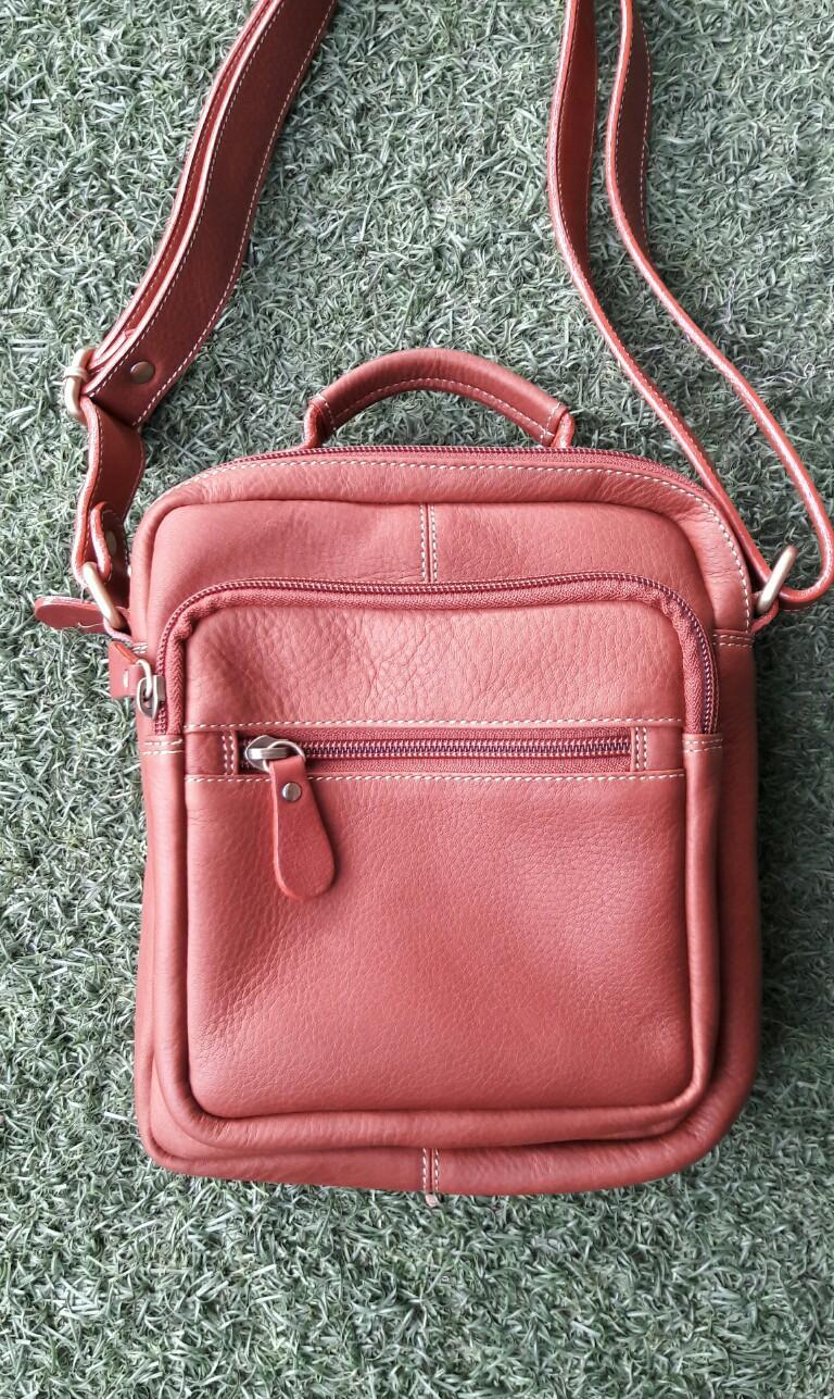 กระเป๋าสะพายรุ่น Percy สีแทน (No.083)