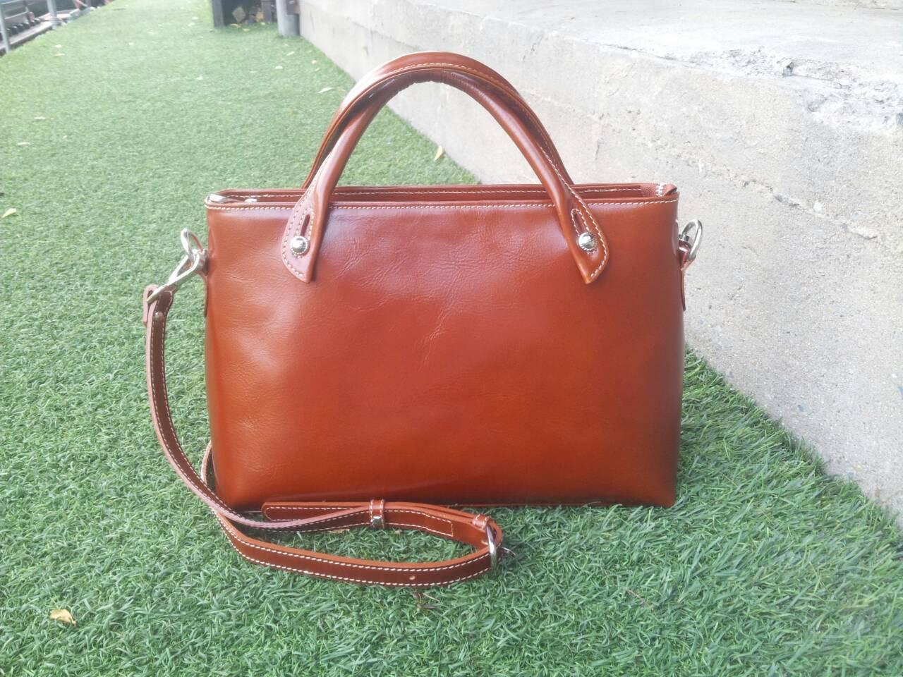 กระเป๋าสะพายรุ่น Anna สีแทน