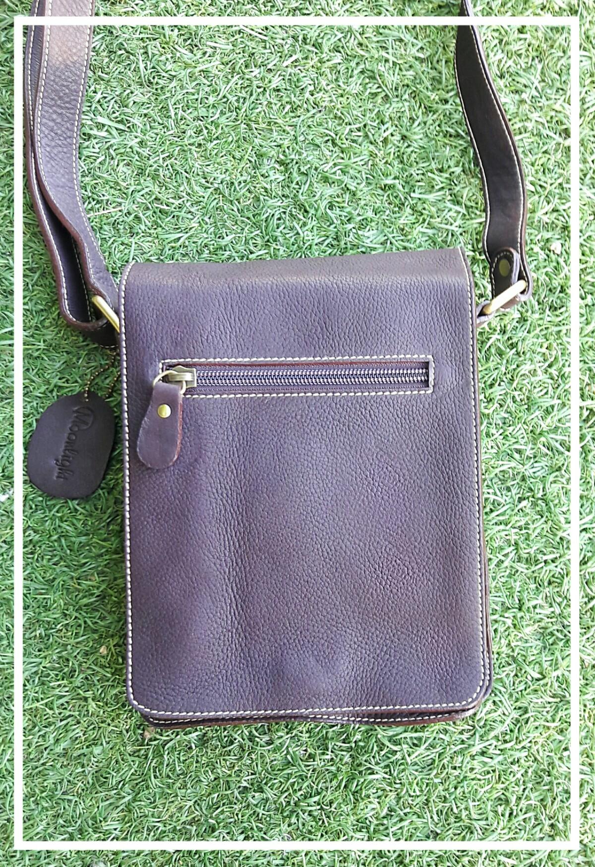 กระเป๋าสะพายรุ่น Mercury ไซส์ S สีน้ำตาลเข้ม (No.012S)