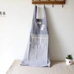 ผ้ากันเปื้อนผู้ใหญ่ ญี่ปุ่นลายทางสีฟ้าแต่งกระเป๋า 1