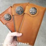 Limited Edition กระดุมลายมังกรนำเข้าจากญี่ปุ่นแค่ 10 ใบเท่านั้น กระเป๋าสตางค์หนังแท้ 100% หนังวัว หนังออย แฮนด์เมด ใบยาว สีน้ำตาลแทน ดิบ เถื่อน เท่สุดไม่ซ้ำใคร งานไทย ทนทาน ลดราคา พร้อมกล่อง