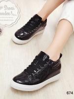 รองเท้าผ้าใบสีดำ ทรงลำลอง วัสดุหนังPU สวมใส่กระชับเท้า น้ำหนักเบา สูงหน้า 2.5 ซม. , ส้นสูง 2.7 ซม. (หน้าเท้ากว้าง+1)