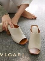 รองเท้าส้นสูงสีนู้ด ทรงหัวตัดส้นตัน หนัง PU เนื้อนิ่มน่าใส่ งานส้นไม้แข็งแรงทนทานเดินสบายค่ะ เก็บหน้าเท้าได้เป็นอย่างดี ทรงสวยใส่แล้วดูดีค่ะ ดีไซน์เรียบหรูดูดี สูง3.5