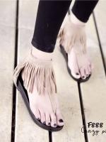 รองเท้าส้นเตี้ยสีครีม พื้นPU เสริมส้น 1 นิ้ว วัสดุทำจากผ้าสักหราจ เเต่งชายระบาย มีซิปด้านหัลง นน.เบาใส่สบายเท้าสุดๆ เก๋อะไรเบอร์นั้น ห้ามพลาดนะคะ