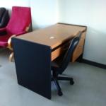 โต๊ะทำงานพร้อมเก้าอี้ 1 ชุด
