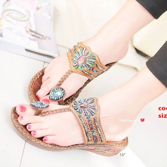 รองเท้าแตะแฟชั่นสีน้ำตาล Flowery Sandals (สีน้ำตาล )