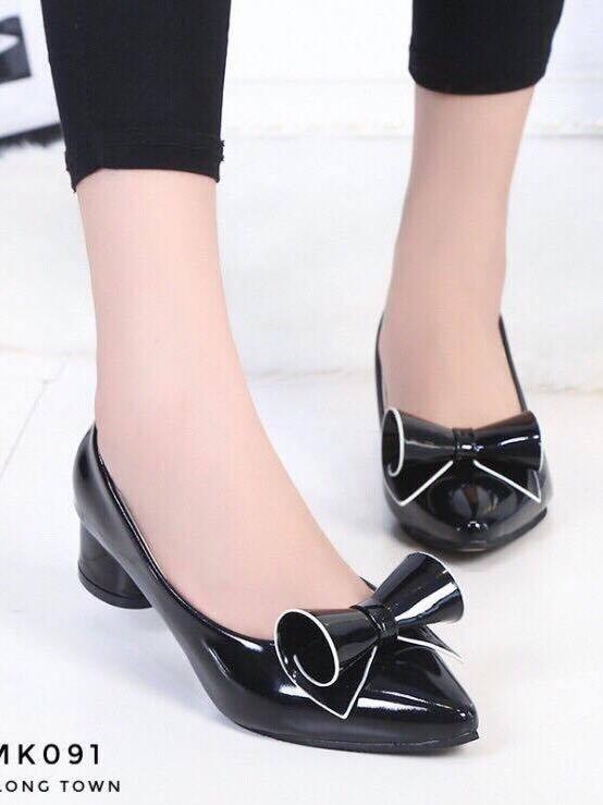 รองเท้าคัทชูส้นสูง หัวแหลม แต่งโบว์น่ารัก (สีดำ )