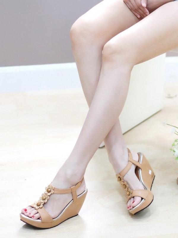 รองเท้าส้นเตารีด แบบรัดส้น อะไล่ดอกไม้ (สีน้ำตาล )