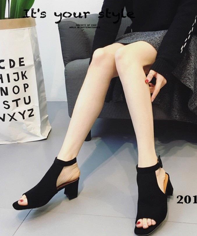 รองเท้าส้นตันรัดข้อสีดำ สักหราดนิ่ม หุ้มหน้า เปิดส้น (สีดำ )