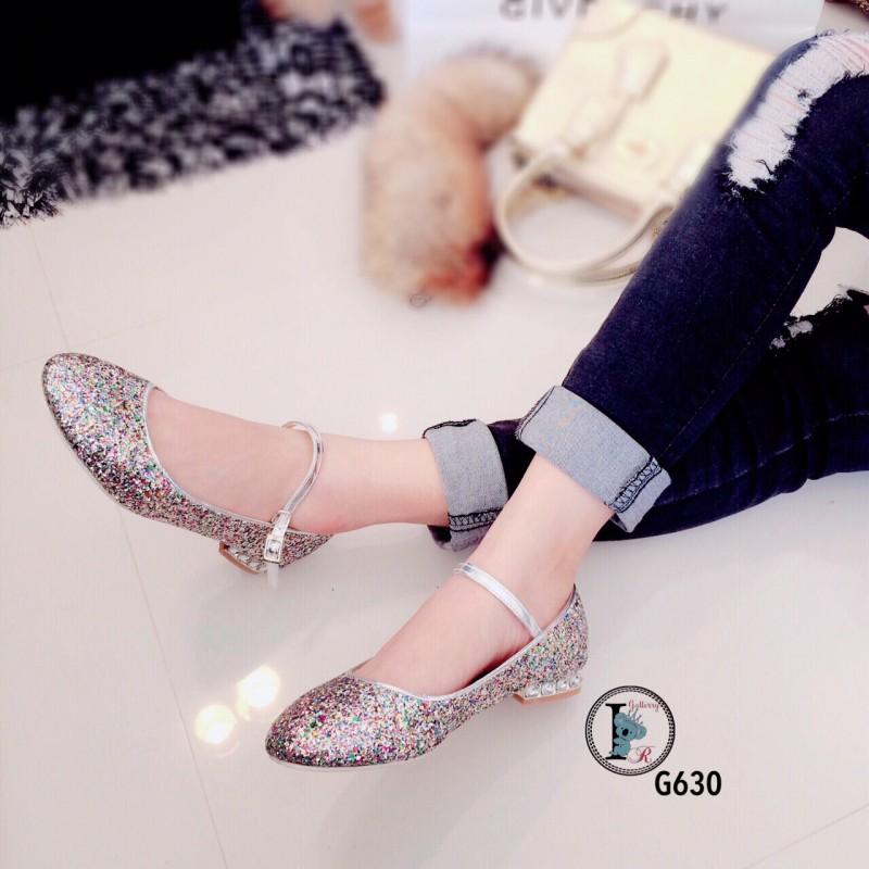 รองเท้าคัทชูส้นเตี้ยสีเงิน หนังกลิตเตอร์ฟรุ้งฟริ้ง Style Miu Miu (สีเงิน )