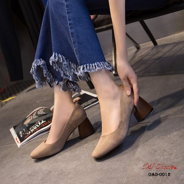 รองเท้าคัทชูส้นสูงสีดำ หัวแหลม ส้นไม้ (สีดำ )