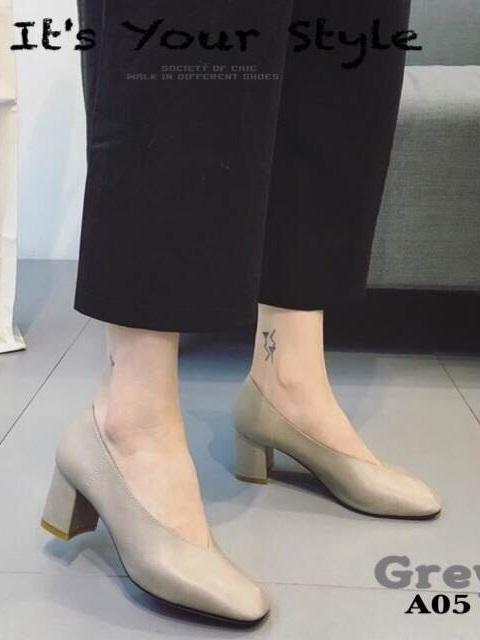 รองเท้าคัทชูผู้หญิง หนังนิ่ม หน้าวี ทรงสุภาพ (สีเทา )