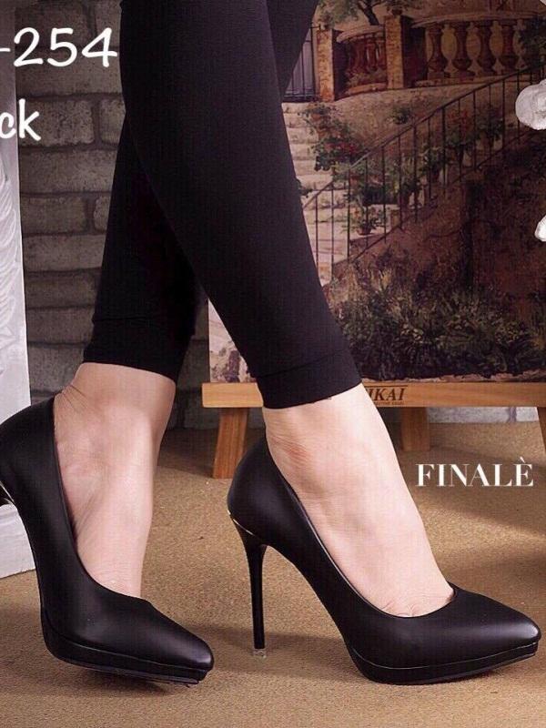 รองเท้าคัทชูส้นสูง ทรงสุภาพ ดีไซน์เรียบหรู (สีดำ )