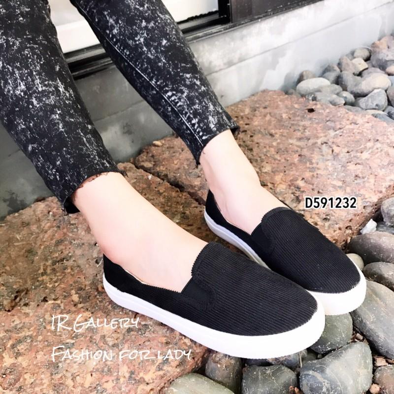 รองเท้าผ้าใบไร้เชือกสีดำ ผ้าลูกฟูก ดีไซน์สีพื้นสุดคลาสสิค (สีดำ )