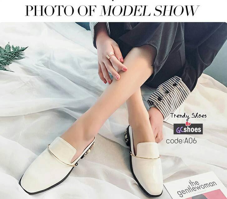 รองเท้าคัทชูเปิดส้นสีขาว หนังแก้ว ส้นแต่งมุก (สีขาว )
