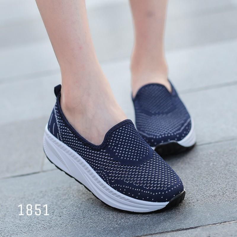 รองเท้าผ้าใบเสริมส้นสีน้ำเงิน พื้นสุขภาพ มีรูระบายอากาศ (สีน้ำเงิน )