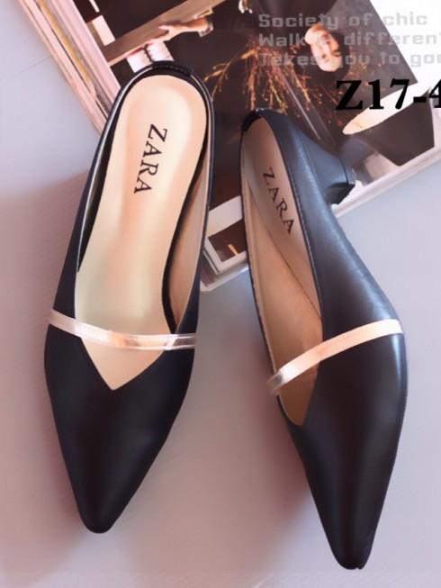 รองเท้าส้นเตี้ย หัวแหลม เปิดส้น สายคาดสีทอง (สีดำ )