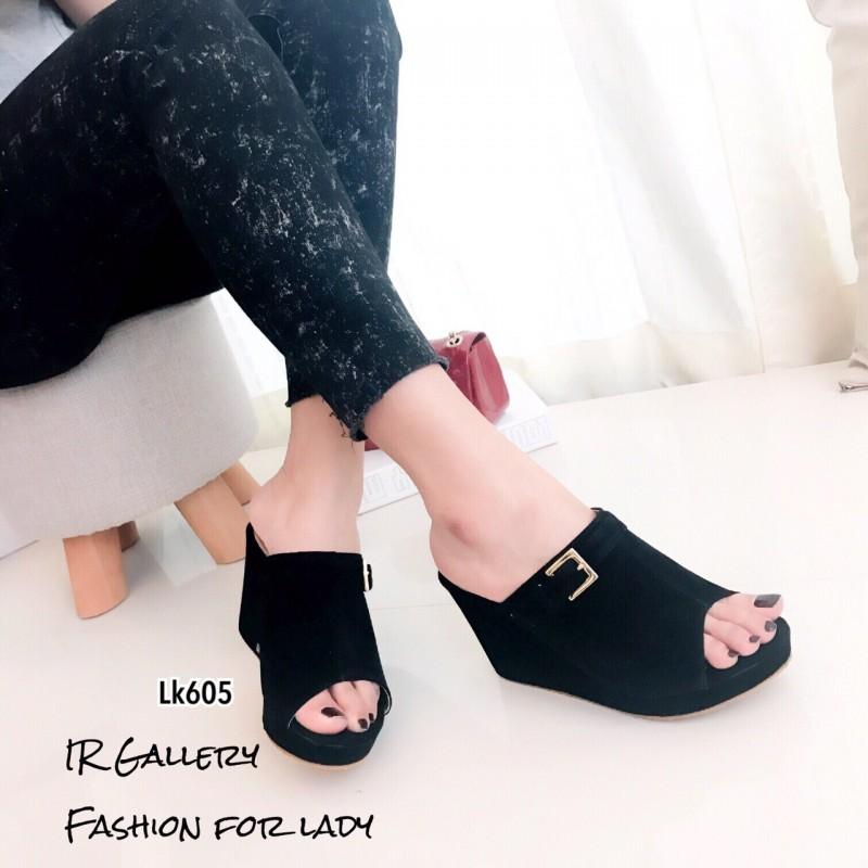รองเท้าส้นเตารีด กำมะหยี่ หน้าเข็มขัด LK605-ดำ [สีดำ]