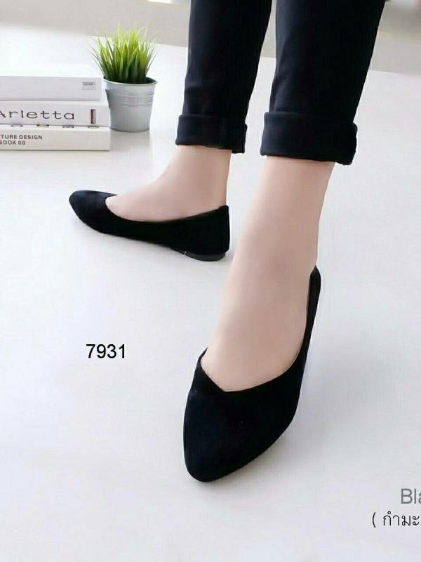 รองเท้าคัทชูส้นเตี้ย หัวแหลม หน้าวี (สีดำ)
