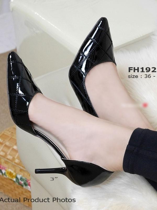 รองเท้าส้นสูงทรงหัวแหลม เว้าข้าง (สีดำ )