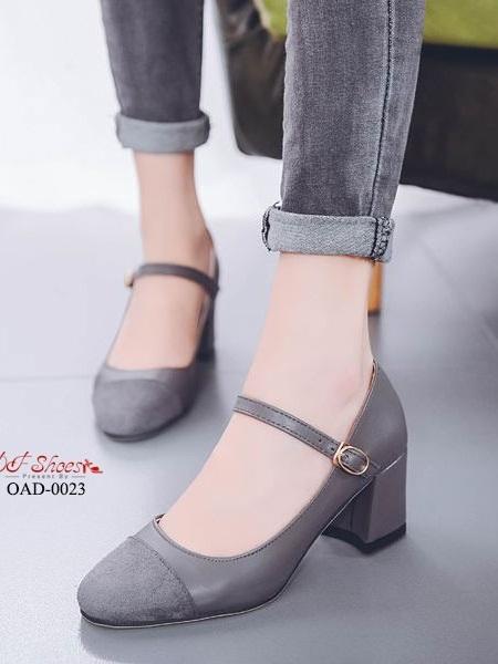 รองเท้าคัทชูส้นตันรัดข้อสีเทา หัวตัด ผ้าสักหราด (สีดำ )
