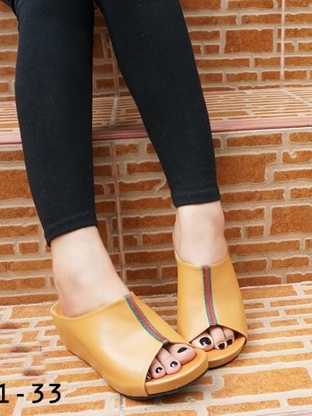 รองเท้าลำลอง แบบสวม (สีน้ำตาล )