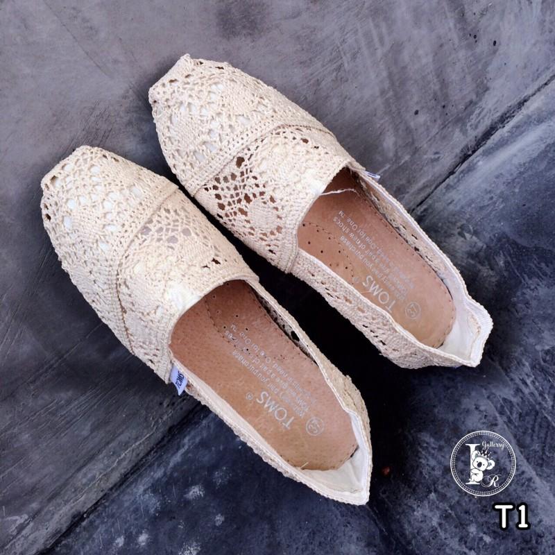 รองเท้าผ้าใบลายลูกไม้สีครีม งานโครเชถัก Style Brand Toms (สีครีม )