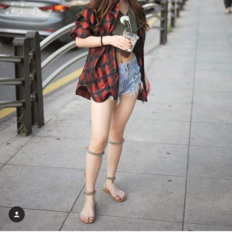 รองเท้าแตะแฟชั่นสีดำ สุดแนว สุดเก๋ เปรี้ยวเฉี่ยวมาก (สีดำ )
