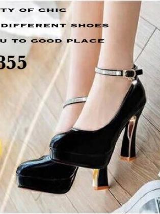 รองเท้าคัทชูส้นสูง หัวกลม หนังแก้ว (สีดำ )