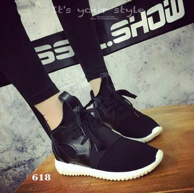 รองเท้าผ้าใบแฟชั่นสีดำ พื้นยางคุณภาพกันลื่น พื้นด้านในนิ่ม (สีดำ )