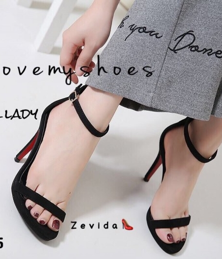 รองเท้าส้นเข็มรัดข้อสีดำ หนังกลับ เดย์ทูไนท์ไอเท็ม (สีดำ )