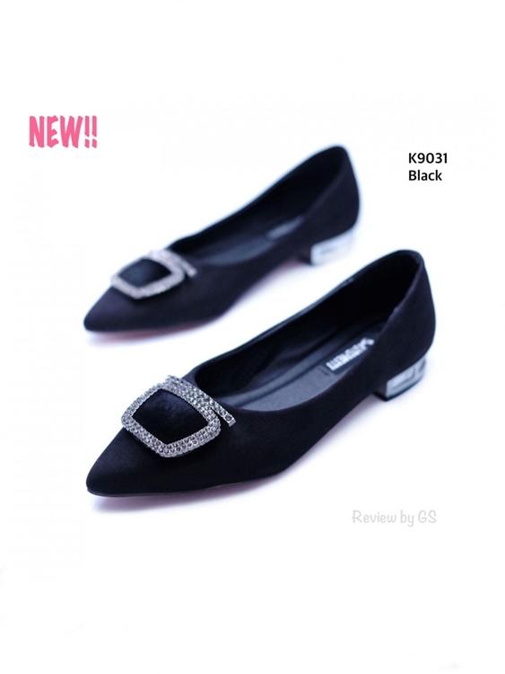 รองเท้าคัทชูส้นเตี้ย ทรงหัวแหลม (สีดำ )