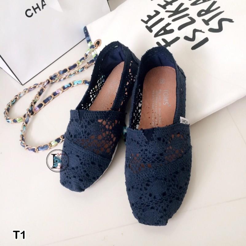 รองเท้าผ้าใบลายลูกไม้สีกรม งานโครเชถัก Style Brand Toms (สีกรม )