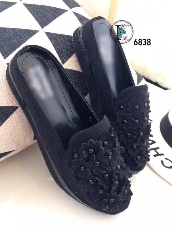 รองเท้าส้นตึกแบบสวม เปิดส้น แต่งดอกไม้ (สีดำ )