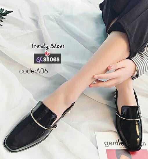 รองเท้าคัทชูเปิดส้นสีดำ หนังแก้ว ส้นแต่งมุก (สีดำ )