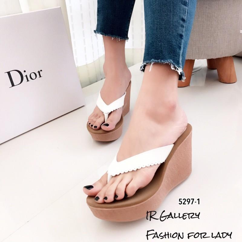 รองเท้าแตะส้นเตารีดสีขาว แบบคีบ ดีเทลขอบหยัก (สีขาว )