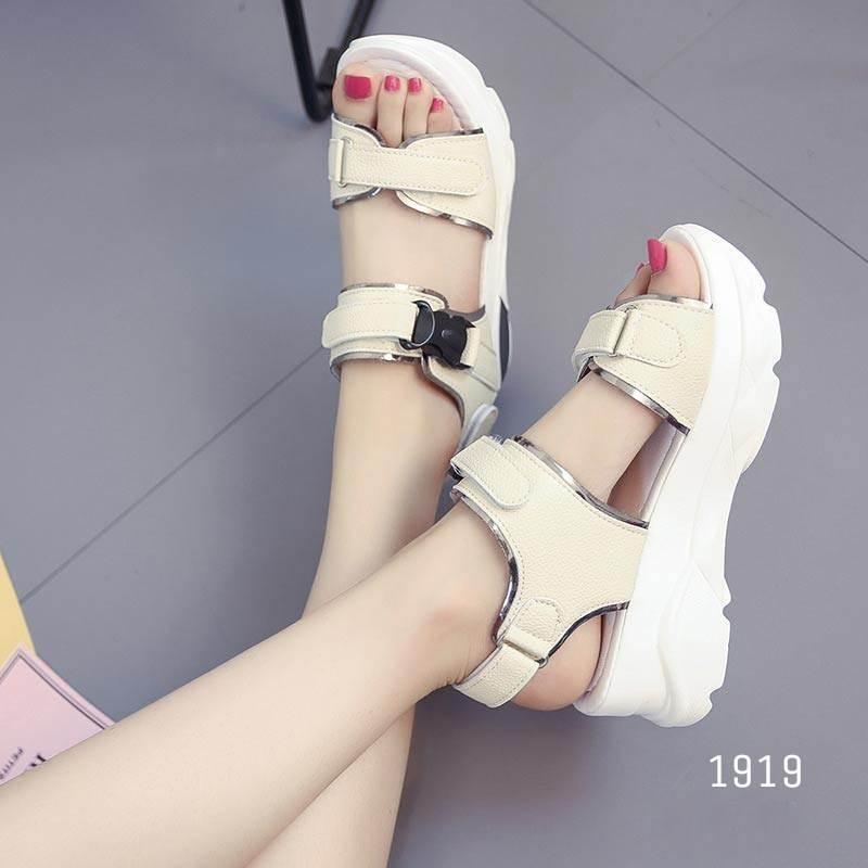 รองเท้าแตะรัดส้นสีครีม พื้นหนา ใส่กระชับเท้า (สีครีม )