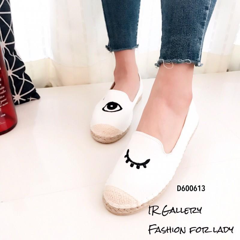 รองเท้าผ้าใบแฟชั่นสีขาว slip on ปักลายดวงตา (สีขาว )