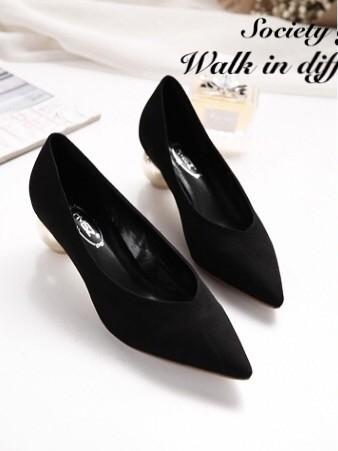 รองเท้าคัทชูหัวแหลม ส้นกลม หน้าวี (สีดำ )