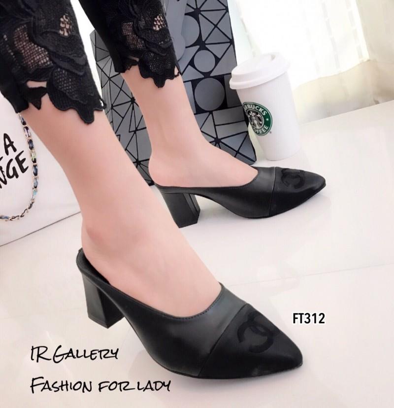รองเท้าคัทชูเปิดส้นสีดำ หัวแหลม Collection Style Chanel (สีดำ )
