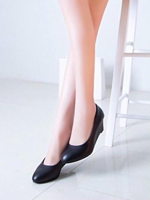 รองเท้าคัทชูส้นเตารีด หัวแหลม ทรงสุภาพ (สีดำ )