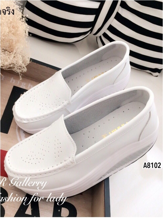 รองเท้าผ้าใบส้นเตารีด หนังเจาะ แนววินเทจ (สีขาว )