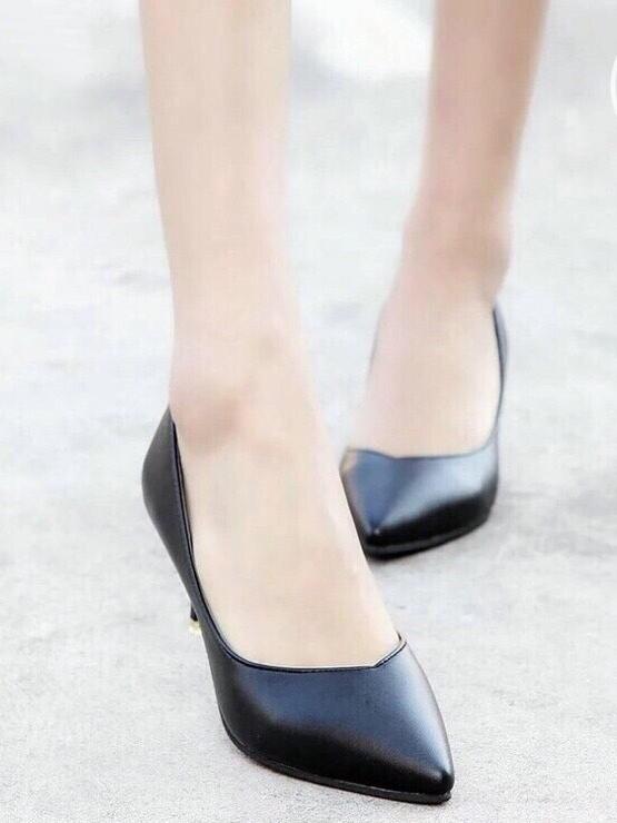รองเท้าคัทชูส้นสูง ทรงหัวแหลม (สีดำ )
