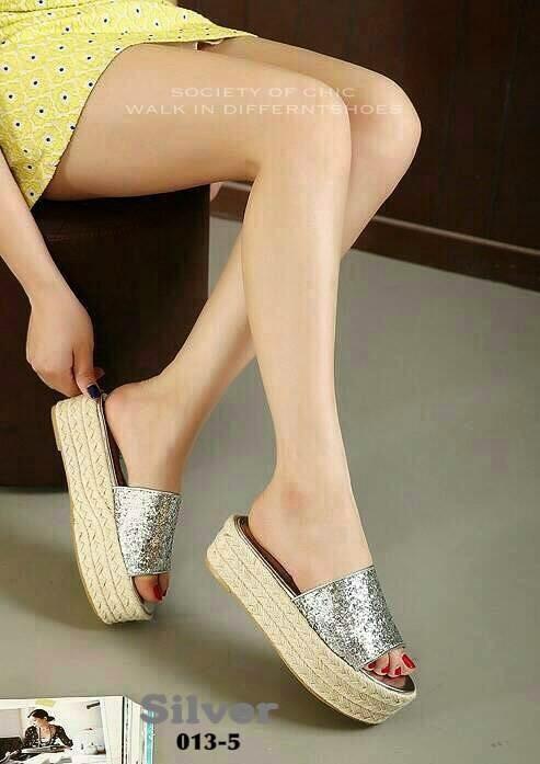 รองเท้าส้นตึกสีเงิน ส้นเชือกปอ สไตล์แบรนด์ MIU MIU (สีเงิน )