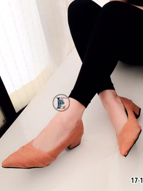 รองเท้าคัทชู ส้นสูง หัวแหลม หน้าวี หนังซ้อน (สีแทน )