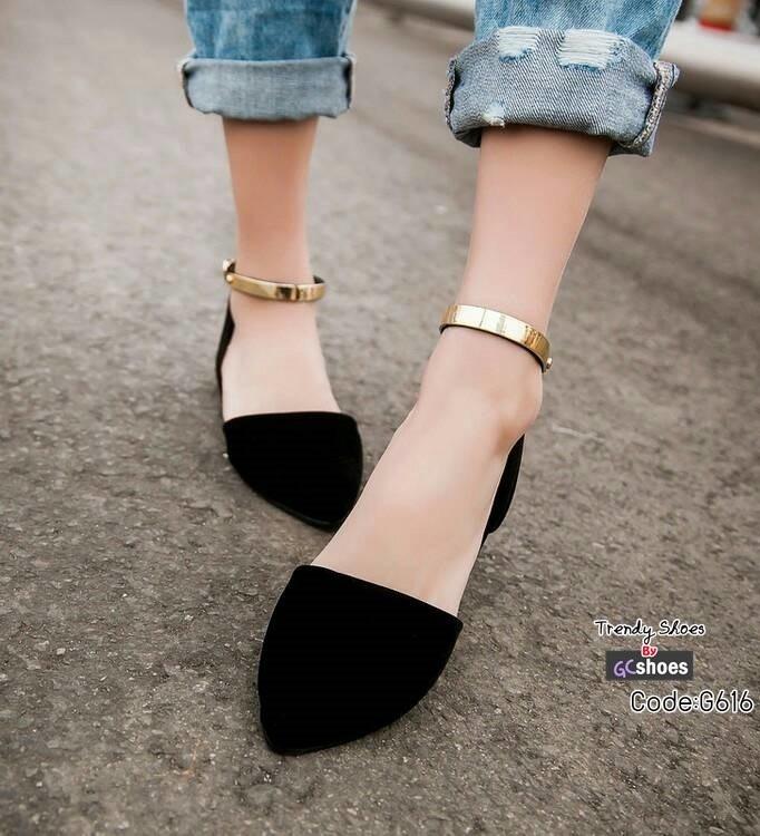 รองเท้าส้นเตี้ยหัวแหลมสีดำ รัดข้อเท้า style ZARA (สีดำ )