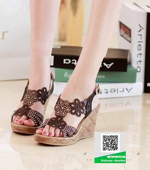 รองเท้าส้นเตารีดรัดส้นสีดำ แต่งลายฉลุ ประดับคริสตรัล (สีดำ )